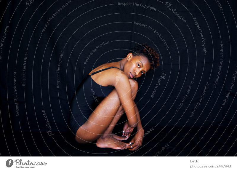 schwarze Rose feminin Frau Erwachsene Körper 1 Mensch 18-30 Jahre Jugendliche Mode Unterwäsche Haare & Frisuren schwarzhaarig brünett kurzhaarig Locken
