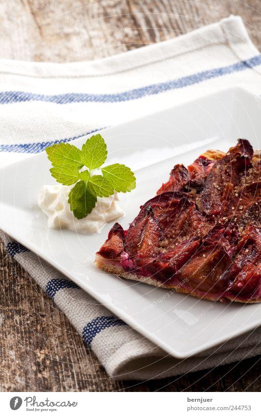 Herbstpizza Lebensmittel Frucht Quadrat Teile u. Stücke Kuchen Teller Holzbrett Bioprodukte Leichtigkeit Backwaren Zucker Tuch Sahne rustikal