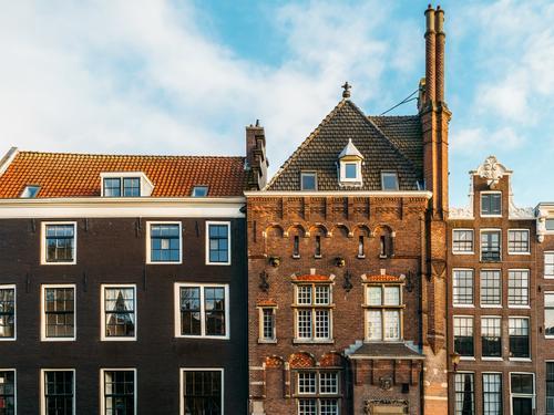 Schöne Architektur niederländischer Häuser am Amsterdamer Kanal im Herbst Niederlande Großstadt Haus Berühmte Bauten Ferien & Urlaub & Reisen