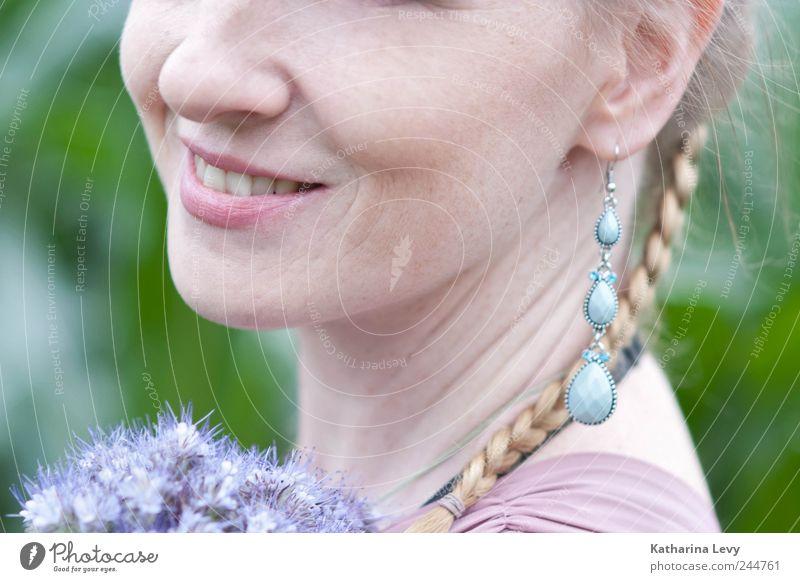 Sommertag Freude Haare & Frisuren Haut Gesicht Gesundheit Zufriedenheit Sommerurlaub Mensch feminin Frau Erwachsene Leben 1 Schmuck Ohrringe blond Zopf