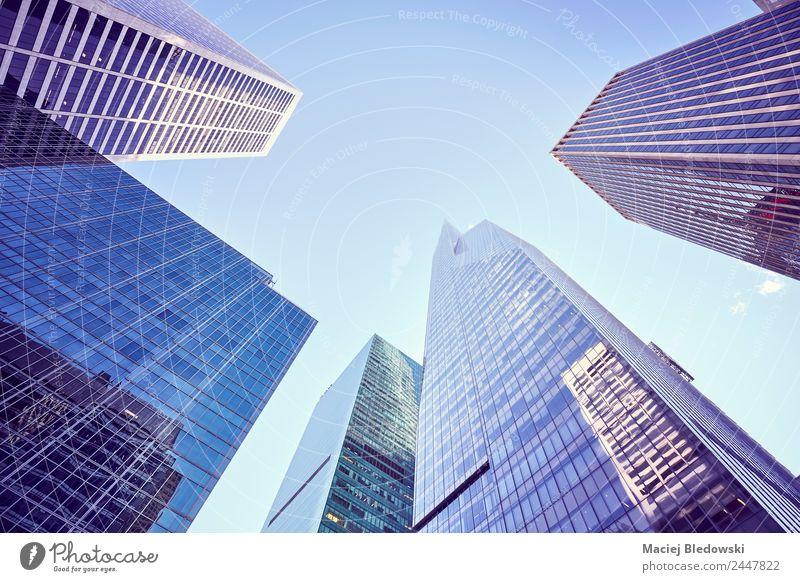 Blick auf die New Yorker Wolkenkratzer, USA. kaufen Reichtum elegant Geld Sightseeing Traumhaus Arbeitsplatz Büro Himmel Hochhaus Bankgebäude Gebäude
