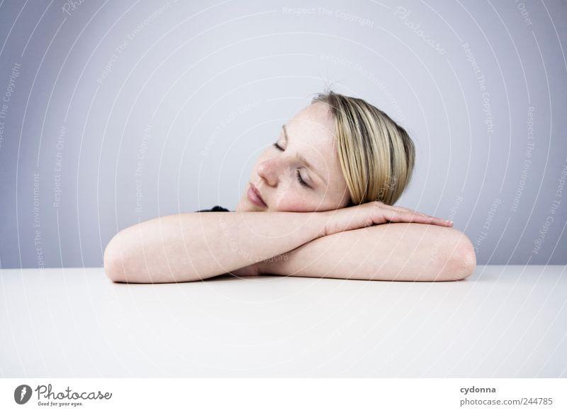 Auszeit Mensch Jugendliche schön Ferien & Urlaub & Reisen ruhig Erwachsene Erholung Leben Freiheit träumen Zeit Freizeit & Hobby schlafen Lifestyle Pause 18-30 Jahre