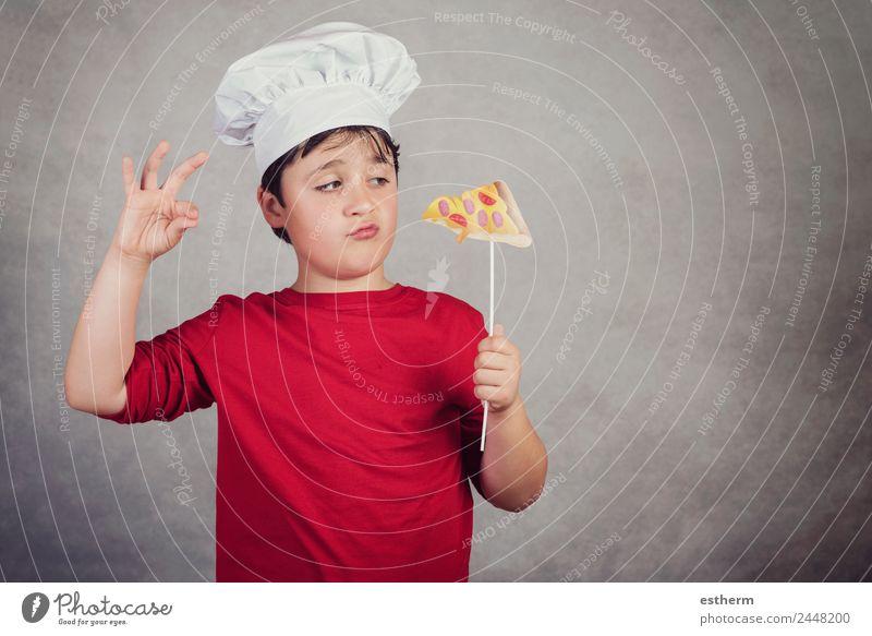 Kind lustiger Koch mit Scheibenpizza Lebensmittel Brötchen Ernährung Essen Mittagessen Fastfood Fingerfood Italienische Küche Lifestyle Freude Mensch maskulin