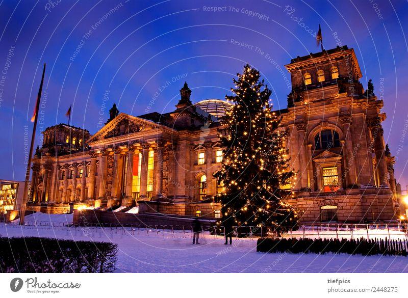 Berlin Reichstag Weihnachten Winter Weihnachten & Advent Mensch Sehenswürdigkeit Deutscher Bundestag Kerze Politik & Staat Lichterkette Regierung Architektur