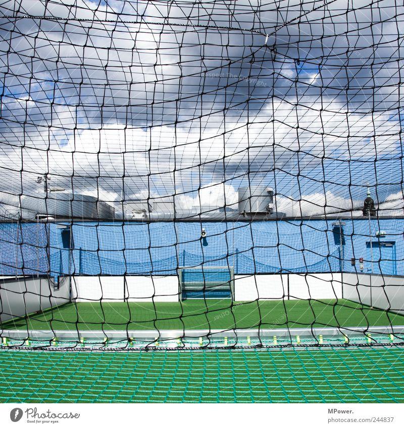 kleinfeldkicken blau grün Wolken Sport Spielen Freizeit & Hobby Fußball Netz Quadrat Tor Vernetzung Stadion Fußballplatz Käfig Ballsport Strukturen & Formen