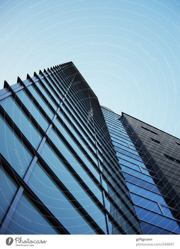 urban geometry Himmel Stadt blau Haus kalt Fenster Gebäude Linie Architektur Glas Hochhaus Fassade hoch Perspektive modern