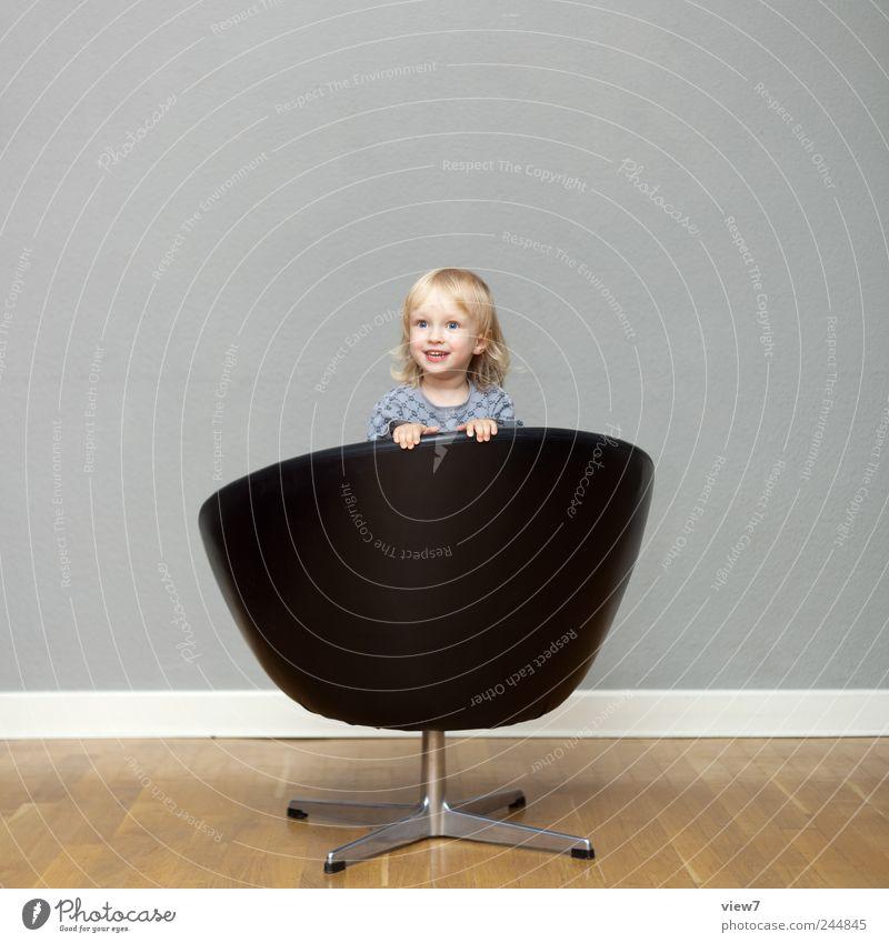 be happy Innenarchitektur Möbel Sessel Kind Kleinkind Mädchen Kindheit 1 Mensch 1-3 Jahre Leder gebrauchen drehen Lächeln lachen machen Spielen träumen