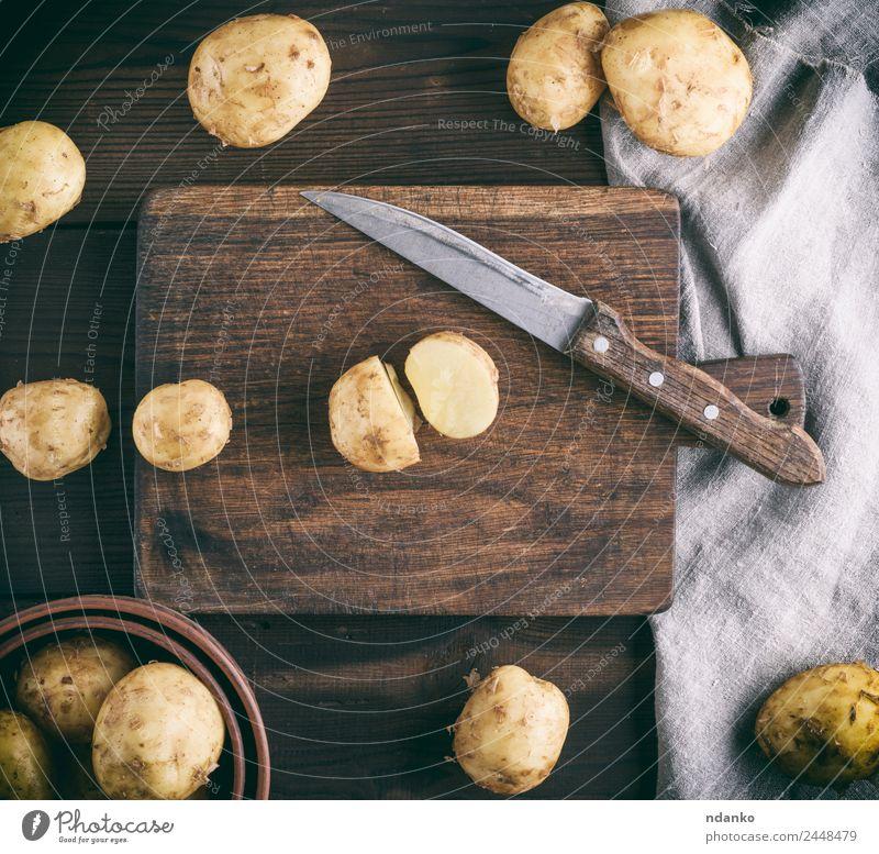 junge frische Kartoffeln Gemüse Ernährung Vegetarische Ernährung Messer Tisch Natur Holz natürlich oben braun gelb weiß Hintergrund Lebensmittel Konsistenz roh