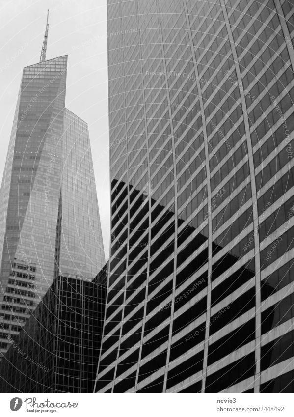 Hochäuser in New York Stadt weiß Fenster schwarz Architektur Gebäude Wohnung modern Hochhaus elegant groß hoch Sehenswürdigkeit Bauwerk Wahrzeichen