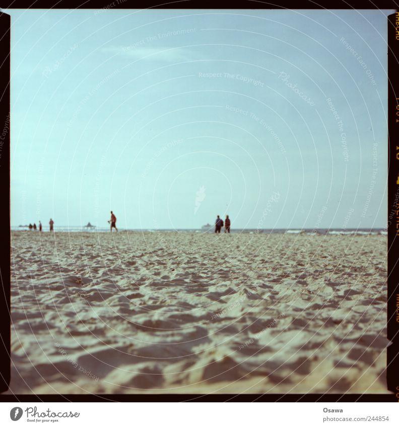 Strand Meer Ostsee Sand Strukturen & Formen Horizont Mensch Silhouette Himmel Ferien & Urlaub & Reisen Sommer Textfreiraum
