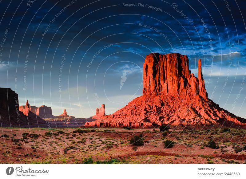 Monument Valley at sunset, Utah, USA Natur Ferien & Urlaub & Reisen Sonne Sand Stimmung Park Schlucht Western Arizona Navajo-Gebiet