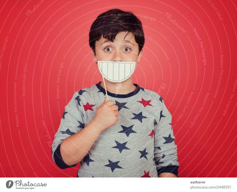 lustiges und lächelndes Kind Lifestyle Freude Freizeit & Hobby Mensch maskulin Kleinkind Kindheit 1 8-13 Jahre festhalten Fitness Lächeln lachen Fröhlichkeit