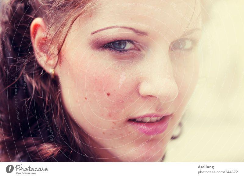 I am Titanium Frau Mensch Jugendliche schön rot Gesicht feminin Gefühle Erwachsene Kopf Glück rosa elegant Romantik weich
