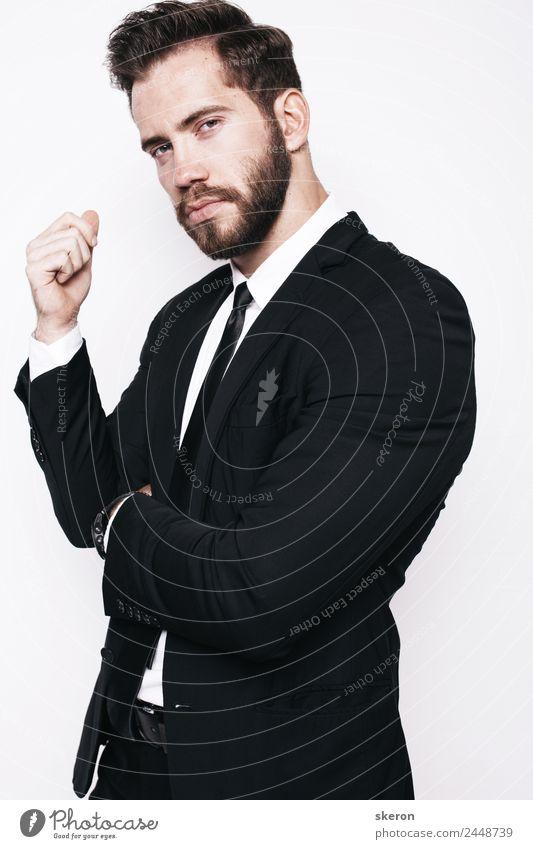 stylischer Typ mit Bart im Business Office Anzug Sportler Bildung Berufsausbildung Student Hochschullehrer Arbeit & Erwerbstätigkeit Arbeitsplatz Büro