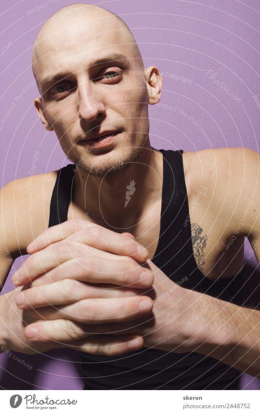 Mensch Jugendliche schön Junger Mann 18-30 Jahre Gesicht Erwachsene Auge Wand Mauer maskulin ästhetisch Finger einzigartig Bekleidung Nase