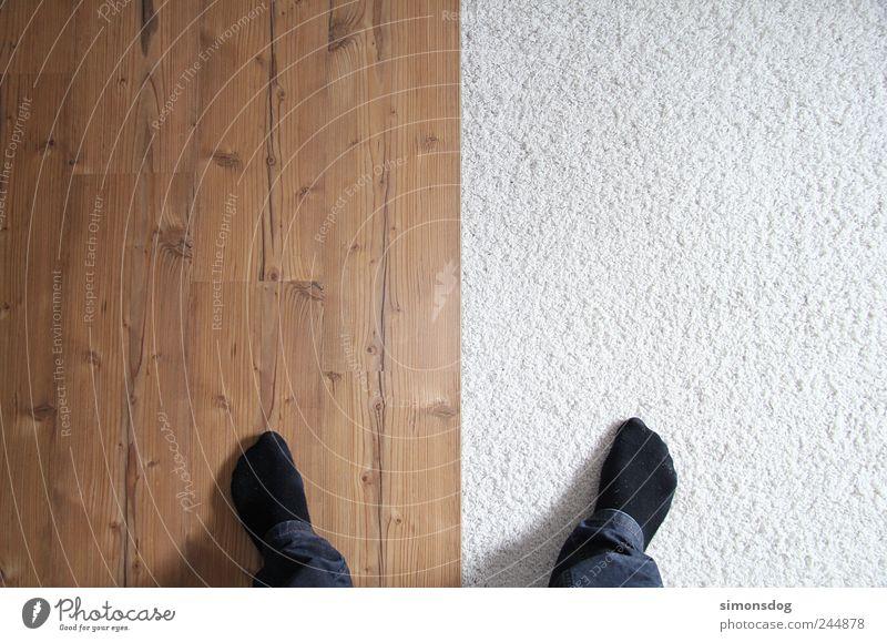 bodenständig Mensch Fuß 1 Bekleidung Jeanshose Strümpfe stehen träumen Häusliches Leben außergewöhnlich hell einzigartig braun weiß bizarr Design Zufriedenheit