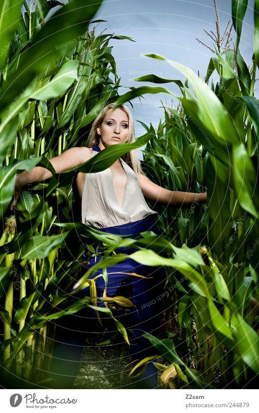 In the Jungle II elegant Stil feminin Junge Frau Jugendliche 1 Mensch 18-30 Jahre Erwachsene Natur Landschaft Gewitterwolken Sommer Grünpflanze Feld Mode blond