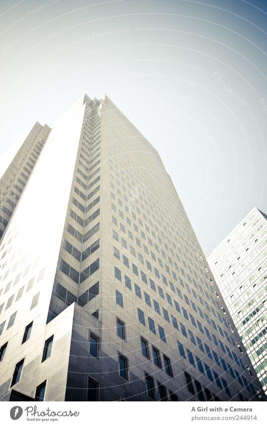 high ambitions Stadt Wand grau Mauer groß Hochhaus Fassade hoch USA trist authentisch einfach Skyline stark Handel Stadtzentrum