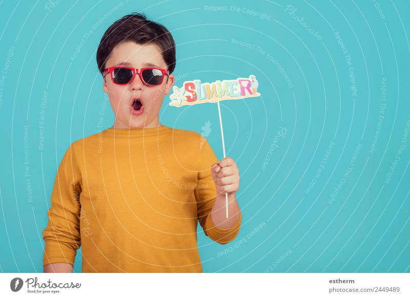 Sommer, lustiges Kind mit Sonnenbrille Lifestyle Freude Ferien & Urlaub & Reisen Tourismus Ausflug Sommerurlaub Mensch maskulin Kleinkind Junge Kindheit 1