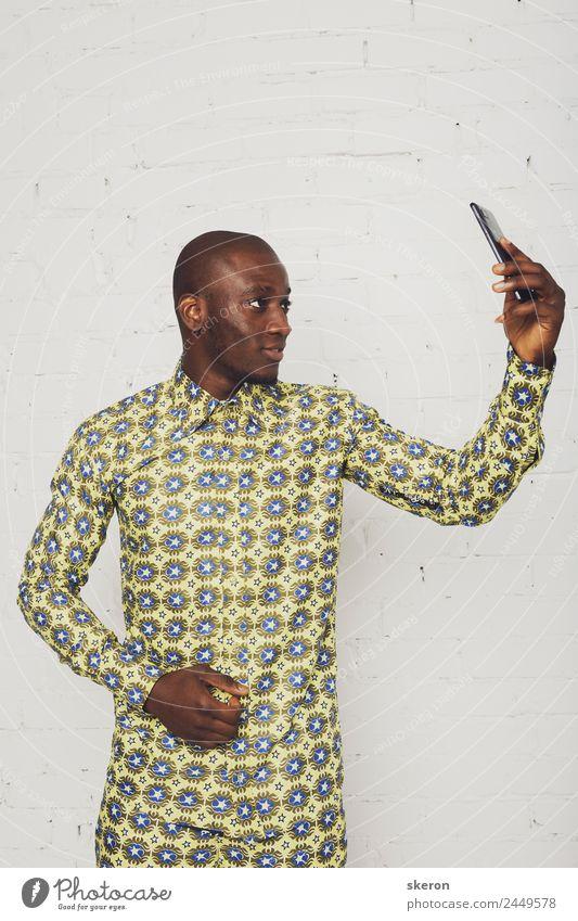Afrikanischer Schüler nimmt einen Selfie Lifestyle kaufen Reichtum elegant Stil Freizeit & Hobby Sport Fitness Sport-Training Kindererziehung Bildung