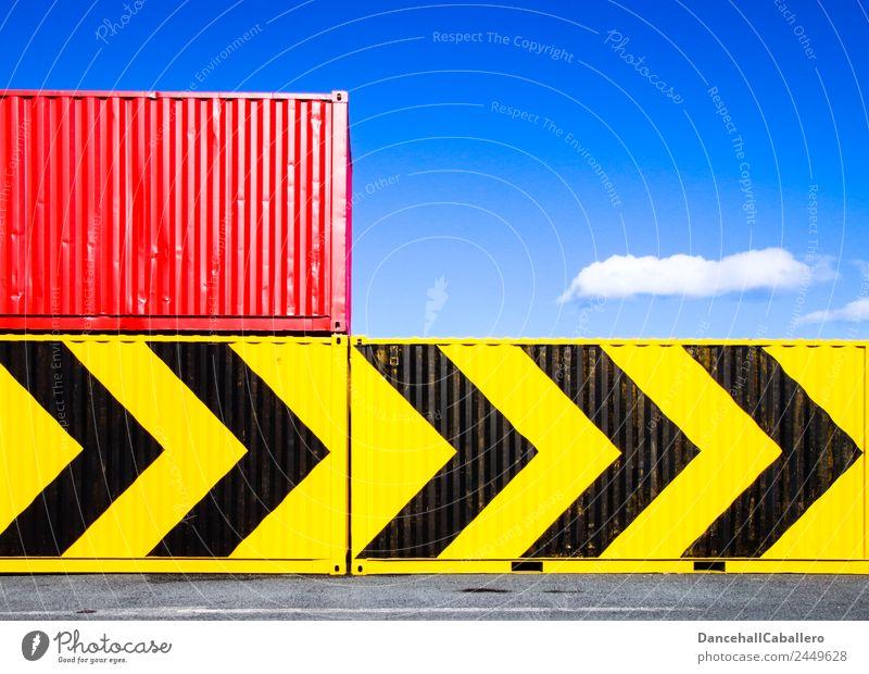 Container... Metall eckig blau gelb rot schwarz Containerterminal Hafen Pfeile Richtung Wolken Geometrie industriell Industrie Wirtschaft