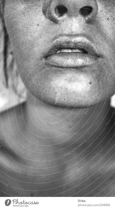 embrasse moi Haut Gesicht Junge Frau Jugendliche Mund 1 Mensch ästhetisch Müdigkeit Schwarzweißfoto Innenaufnahme Kunstlicht Blitzlichtaufnahme
