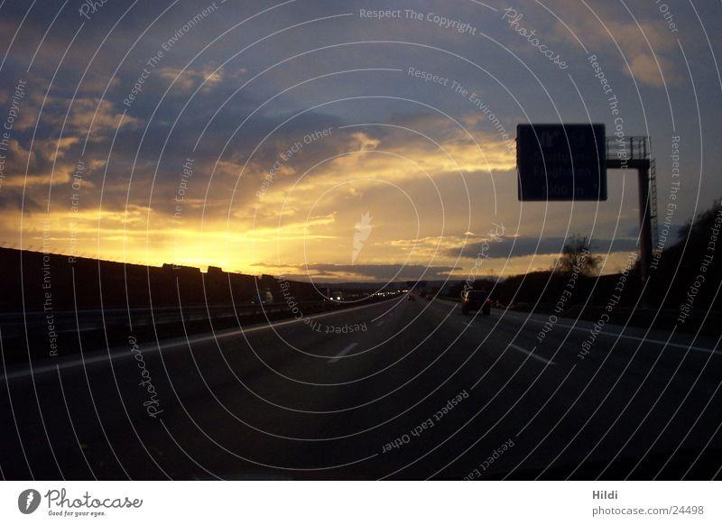 Autobahnromantik Sonnenuntergang Verkehr
