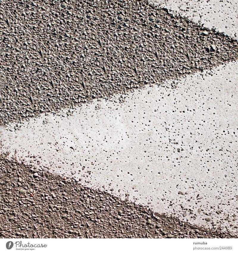 Zeichen Schilder & Markierungen Asphalt Dreieck Pfeil grau weiß Außenaufnahme Nahaufnahme Detailaufnahme Muster Menschenleer Zacken Hintergrundbild Textfreiraum