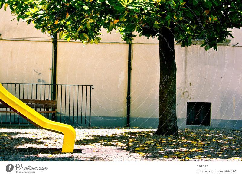 Spielplatz in der Toskana Natur Ferien & Urlaub & Reisen grün Sommer Baum Erholung Freude Umwelt gelb Wand Mauer Spielen Garten Park Freizeit & Hobby Idylle