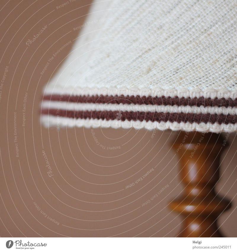 80-er Jahre... Lampe Lampenschirm Lampendetail Energiewirtschaft Holz Linie stehen authentisch außergewöhnlich einfach hässlich retro braun weiß Design