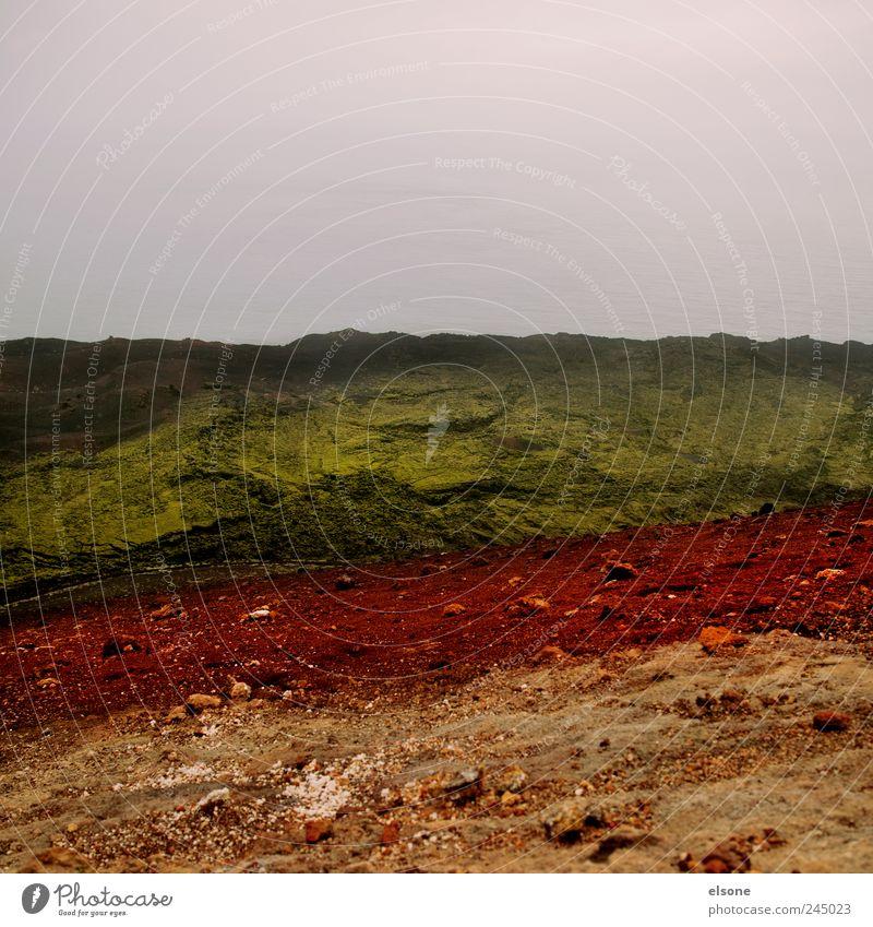 FARBKASTEN Natur grün rot ruhig Ferne gelb Berge u. Gebirge Landschaft Gras Sand Regen Erde Horizont Nebel wandern Felsen