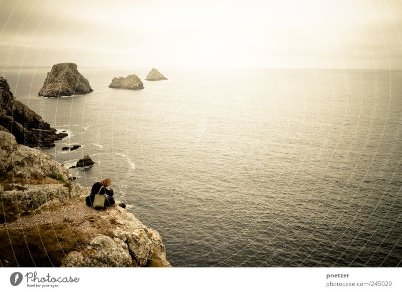 Deepness Mensch Himmel Wasser Ferien & Urlaub & Reisen Meer Strand Ferne Landschaft Berge u. Gebirge Gefühle Freiheit Küste Horizont Wellen sitzen Klima