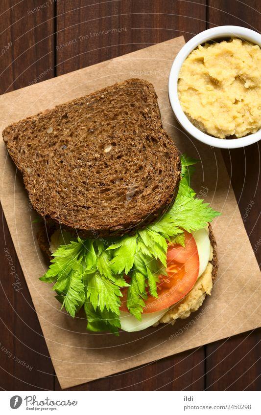 Veganes Vollkorn-Sandwich Gemüse Brot Frühstück Vegetarische Ernährung frisch Gesundheit Lebensmittel Belegtes Brot Sellerie Tomate Salatgurke Aufstrich Hummus