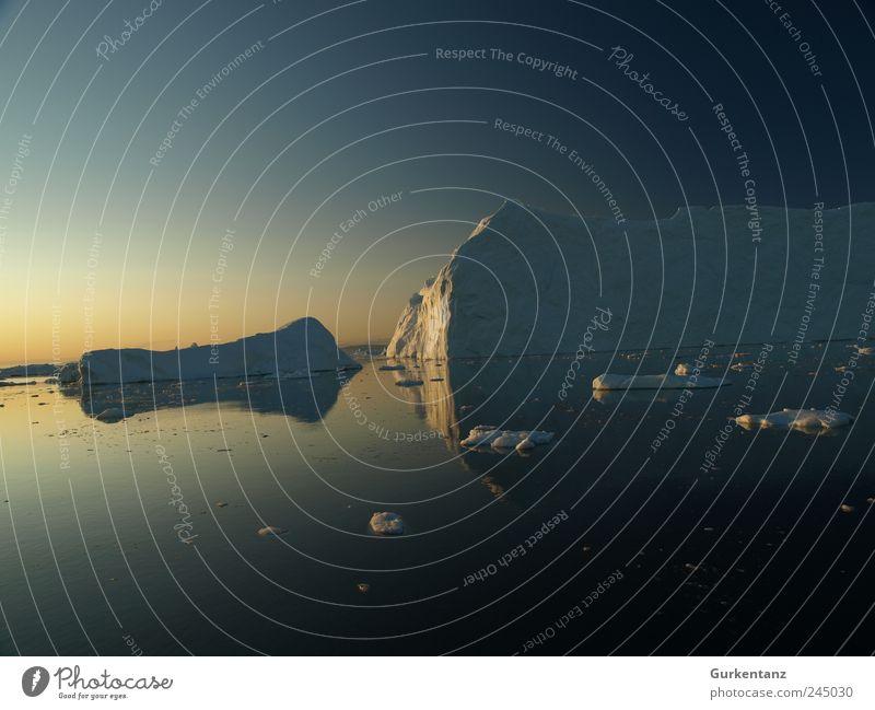 Eis auf Wasser Umwelt Natur Urelemente Himmel Wolkenloser Himmel Klima Klimawandel Frost Berge u. Gebirge Küste Nordsee Umweltverschmutzung Umweltschutz kalt