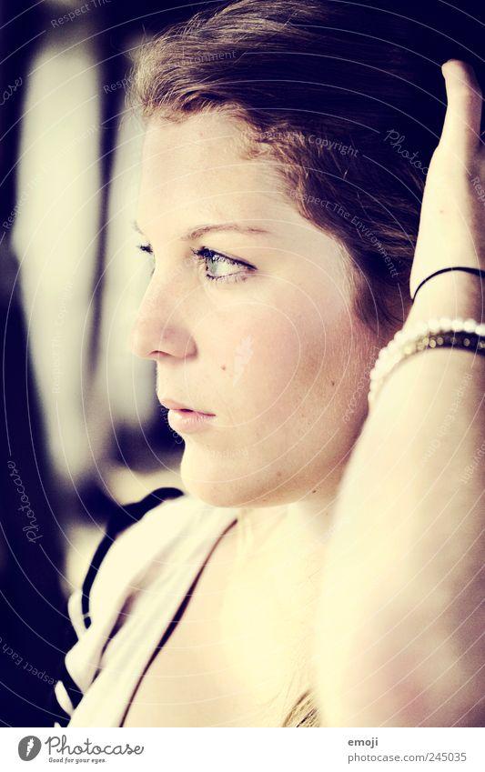 Profil feminin Junge Frau Jugendliche Gesicht 1 Mensch 18-30 Jahre Erwachsene schön natürlich nachdenklich Farbfoto Innenaufnahme Tag Licht