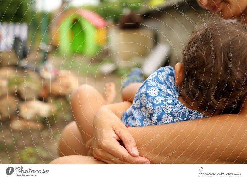 Frau Kind Mensch Freude Erwachsene Lifestyle Leben Liebe Gefühle Familie & Verwandtschaft Zusammensein Stimmung Kindheit Baby Warmherzigkeit Hilfsbereitschaft