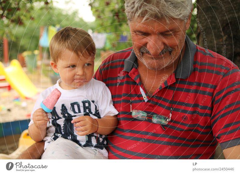 Zufriedenheit Lebensmittel Speiseeis Ernährung Essen Kindererziehung Bildung Mensch maskulin Junge Männlicher Senior Mann Eltern Erwachsene Geschwister