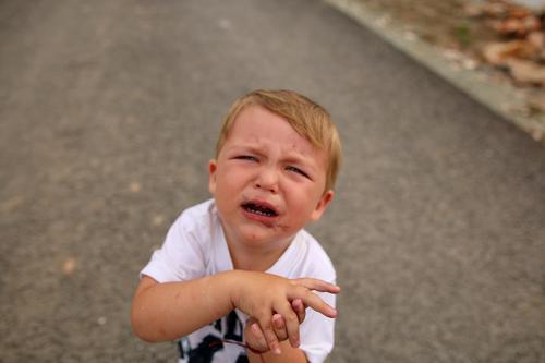 Weinender Junge Kindererziehung Bildung Mensch Baby Kleinkind Eltern Erwachsene Geschwister Großeltern Senior Familie & Verwandtschaft Kindheit Leben Gefühle