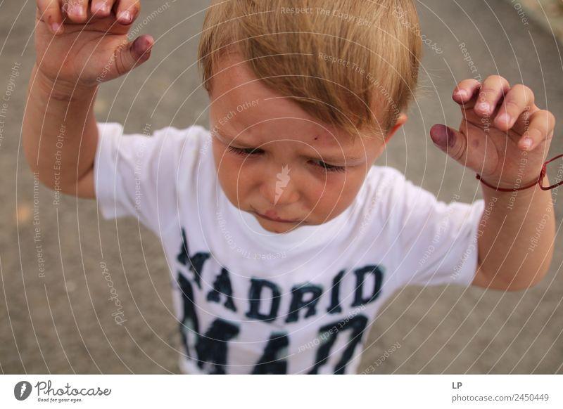 Madrid verrückt Kind Eltern Erwachsene Geschwister Familie & Verwandtschaft Kindheit Leben Gefühle Stimmung Traurigkeit Sorge Trauer Unlust Enttäuschung