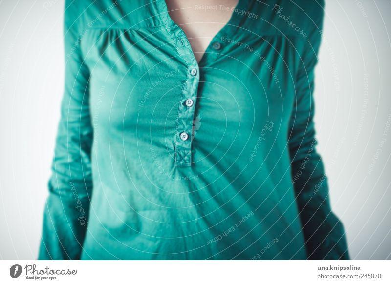 grün ja grün sind alle meine kleider Mensch Jugendliche grün feminin Mode frisch Bekleidung Stoff rund Falte Brust Hemd Junge Frau Knöpfe Bluse durchscheinend