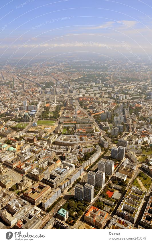 Berlin Zentrum Hauptstadt Mitte Luftaufnahme Vogelperspektive Berlin-Mitte Berliner Fernsehturm Alex Stadt Gebäude Haus Häuserzeile Dach Hochhaus