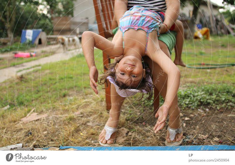 auf den Kopf gestellt Lifestyle Stil Freude Erholung ruhig Ferien & Urlaub & Reisen Kindererziehung Bildung Kindergarten Mensch Mädchen Geschwister Großeltern