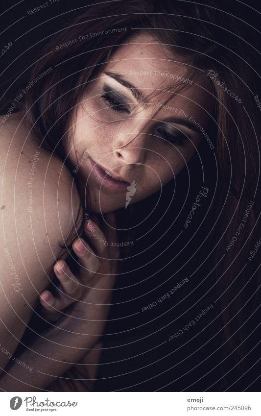 do you think, she's shy? Mensch Jugendliche schön Gesicht feminin Erotik Kopf Erwachsene einzigartig brünett 18-30 Jahre kuschlig langhaarig Junge Frau