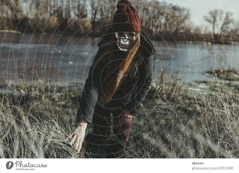 Halloween: Mädchen mit langen Haaren in Maske Lifestyle Freizeit & Hobby Spielen Ferien & Urlaub & Reisen Tourismus Ausflug Abenteuer Freiheit Entertainment