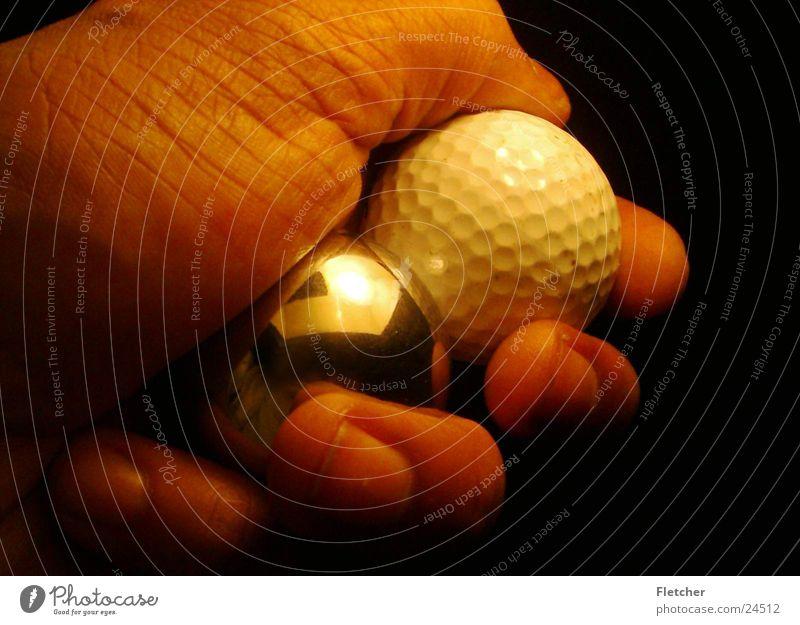 Golfball Silberkugel Hand Reflexion & Spiegelung Finger Fototechnik Kugel silber Refelktion ruhig