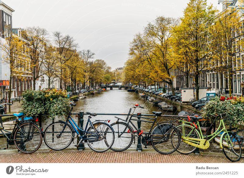 Architektur niederländischer Häuser Fassade und Hausboote am Amsterdamer Kanal Niederlande Großstadt Berühmte Bauten Ferien & Urlaub & Reisen Niederländer