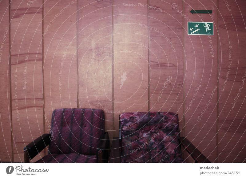 Polnischer Abgang Lifestyle Stil Design Wohlgefühl Erholung ruhig Häusliches Leben Mauer Wand Zeichen Hinweisschild Warnschild sitzen retro trashig ästhetisch