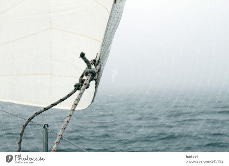 Nebel Wasser weiß blau Meer Wellen Wetter Wind Horizont bedrohlich Segeln Tau Ostsee Schifffahrt schlechtes Wetter