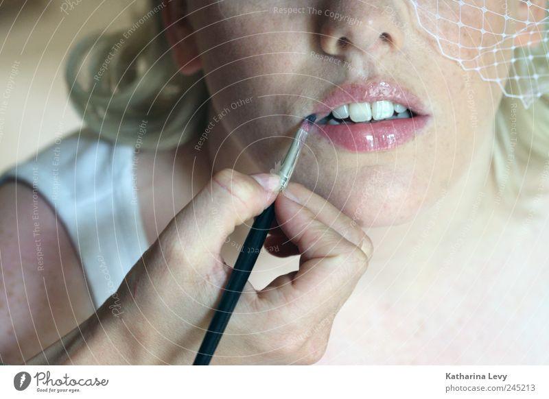 get ready Mensch Frau Jugendliche weiß schön Erwachsene Gesicht feminin Mode 18-30 Jahre blond rosa elegant Romantik Zähne Neugier