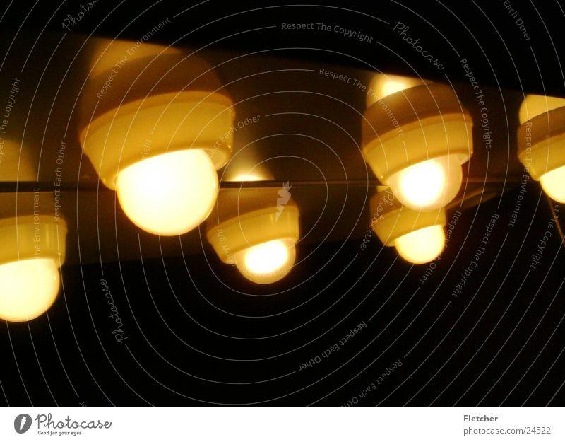 glühbirnen Lampe dunkel hell Beleuchtung Technik & Technologie rund Glühbirne Elektrisches Gerät